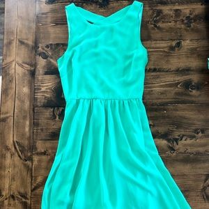 • Gorgeous Dress with criss-cross back •